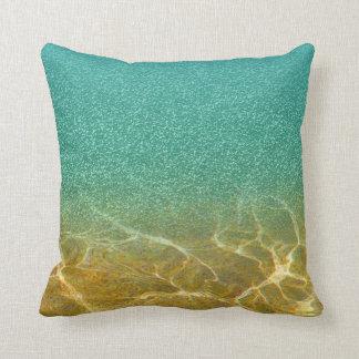 Almofada Travesseiro azul Glittery do mar e da areia