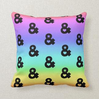 Almofada travesseiro colorido do hipster do arco-íris do