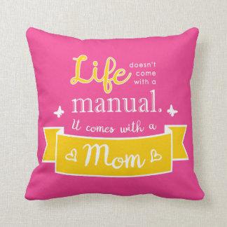 Almofada Travesseiro cor-de-rosa com umas citações para a