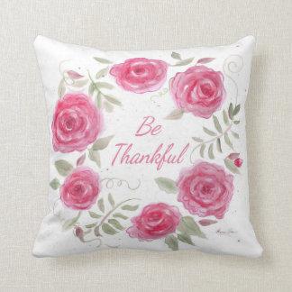 Almofada Travesseiro cor-de-rosa da grinalda dos rosas com
