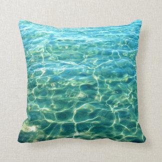 Almofada Travesseiro da reflexão da luz da água do oceano