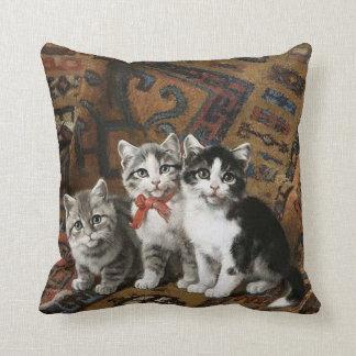 Almofada Travesseiro decorativo adorável de três gatinhos