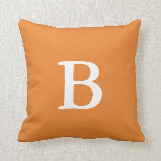 Almofada Travesseiro decorativo alaranjado do monograma