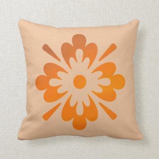 Almofada Travesseiro decorativo alaranjado floral da arte