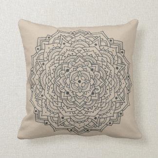 Almofada Travesseiro decorativo da mandala da flor de Tan