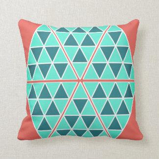 Almofada Travesseiro decorativo dos triângulos/pirâmides de