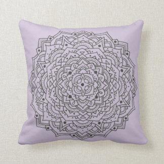 Almofada Travesseiro decorativo roxo da mandala da flor