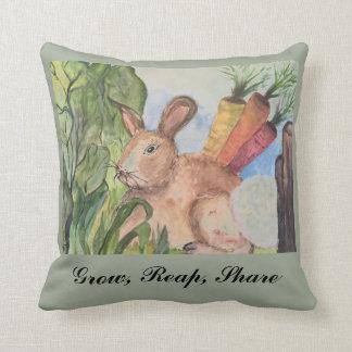 Almofada Travesseiro do acento com coelho no jardim