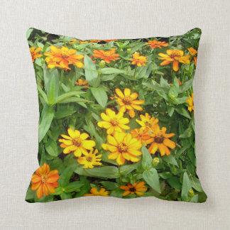 Almofada Travesseiro do amarelo e das flores dos Zinnias do