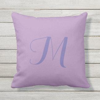 Almofada Travesseiro exterior do monograma da cor sólida de