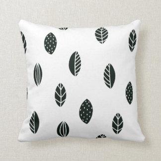 Almofada Travesseiro preto e branco das folhas