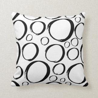 Almofada Travesseiro preto e branco dos círculos