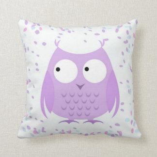 Almofada Travesseiro roxo da coruja dos confetes bonitos da