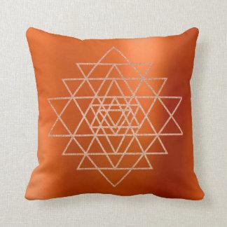Almofada Triângulos Vip alaranjado do ouro do rosa do rosa
