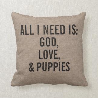 Almofada Tudo que eu preciso é deus, amor, & filhotes de