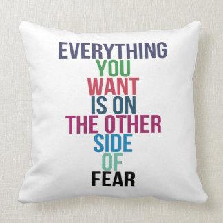 Almofada Tudo você Want está no outro lado do medo
