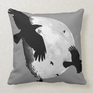 Almofada Um assassinato dos corvos e da lua