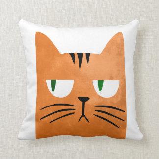 Almofada Um gato alaranjado com uma atitude