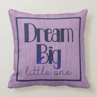 Almofada Um travesseiro pequeno grande ideal das estrelas