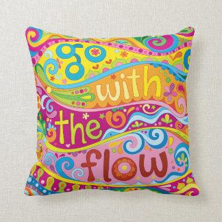 """Almofada """"Vai com o travesseiro do fluxo"""" - arte positiva"""