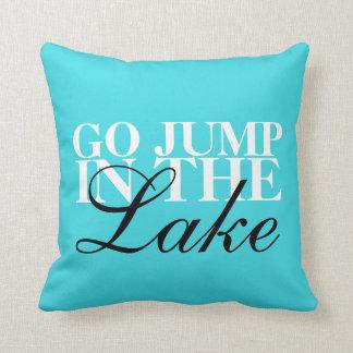 """Almofada """"Vai o salto o travesseiro decorativo 16"""" no lago"""""""