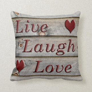Almofada Vive o amor do riso no lado de um celeiro