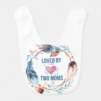 Amado pelo babador boémio do bebê de duas mães