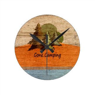 Amantes de natureza de madeira de acampamento idos relógios para paredes