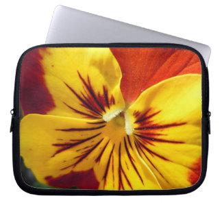 Amarelo e amor perfeito vermelho oxidado sleeve para notebook