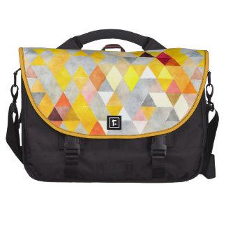 Amarelo e cinza da parte traseira do mensageiro do mochila para notebook