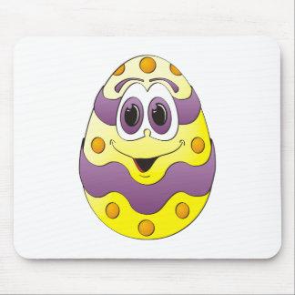 Amarelo engraçado do ovo da páscoa mousepad