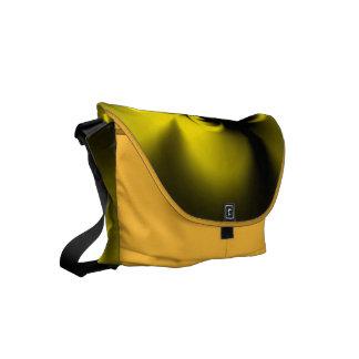 Amarelo torcido bolsa mensageiro