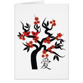 Ame o símbolo chinês do amor da árvore de cereja cartão comemorativo