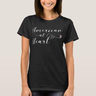Americano na camiseta do coração, EUA