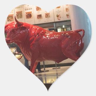 Amigo apto da luta animal furioso vermelha do adesivo coração