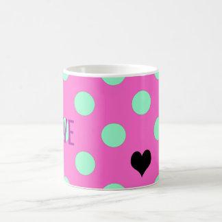 Amor cor-de-rosa e caneca do favor de partido das