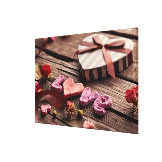Amor da palavra com o presente dado forma coração  impressão em tela