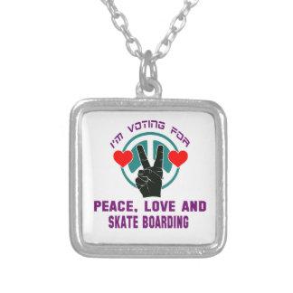 Amor da paz e embarque do skate colar com pendente quadrado
