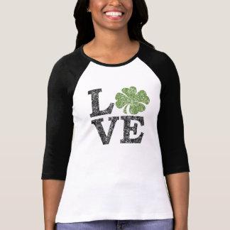 AMOR do Dia de São Patrício com trevo Camiseta