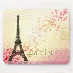 Amor em Paris Mousepads