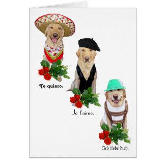Amor engraçado do cão/laboratório em namorados de cartão comemorativo
