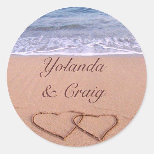 Amor nas etiquetas do casamento de praia adesivo redondo