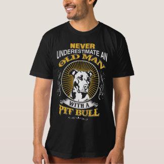Ancião com PitBull Camiseta