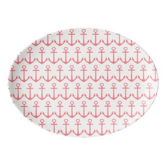 Âncoras cor-de-rosa corais tropicais no branco travessa de porcelana
