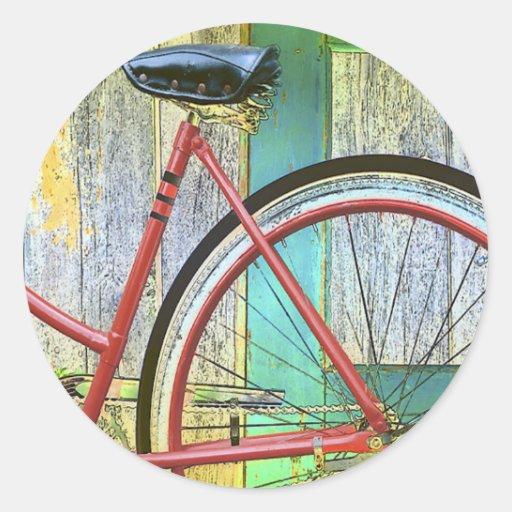 Andando de bicicleta do ciclo da bicicleta que dá  adesivo redondo