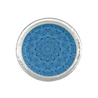 Anéis azuis decorativos do costume do