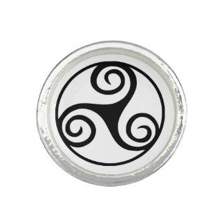 Anéis Com Fotos Triskelion ou Triskele preto e branco