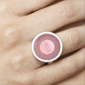 Anel Com Foto Monograma no disco do rosa cor-de-rosa e nas