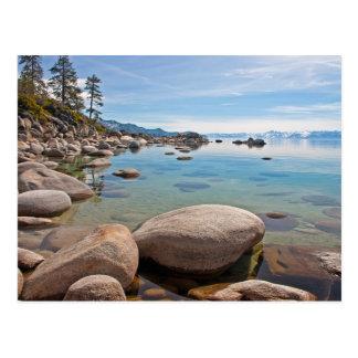 Angra quieta na costa do leste de Lake Tahoe… Cartão Postal