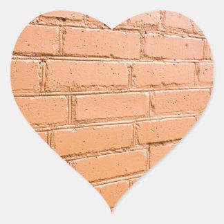 Ângulo de vista na parede de tijolo adesivo coração